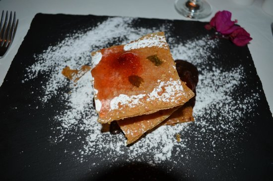 La Maltese Estate Villa: Мильфей на вулканической дощечке - самый вкусный десерт на свете!