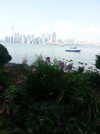 Toronto Island Park: view of Toronto