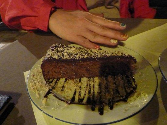 Konoba Toni : 私の手よりも大きなケーキ