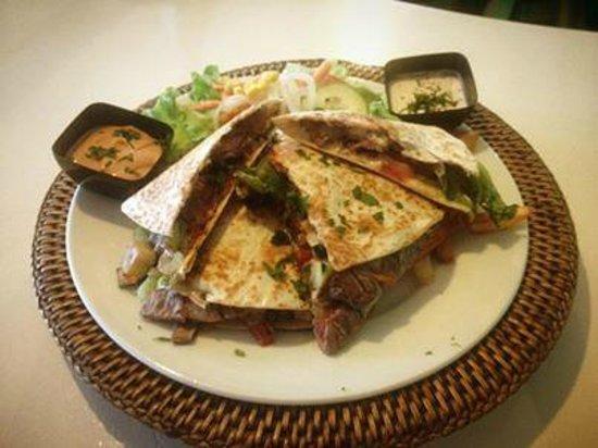 Warung : beef quesedilla
