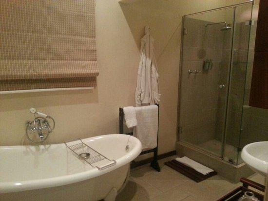 Alluvia Wine Estate: One of the bathrooms in Avalon House