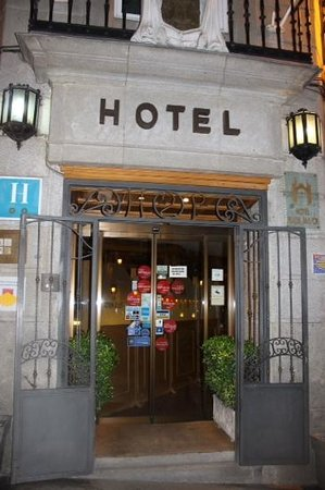 Hotel Plaza Mayor: entrance
