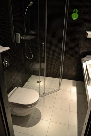 Tallink Hotel Riga: Bathroom