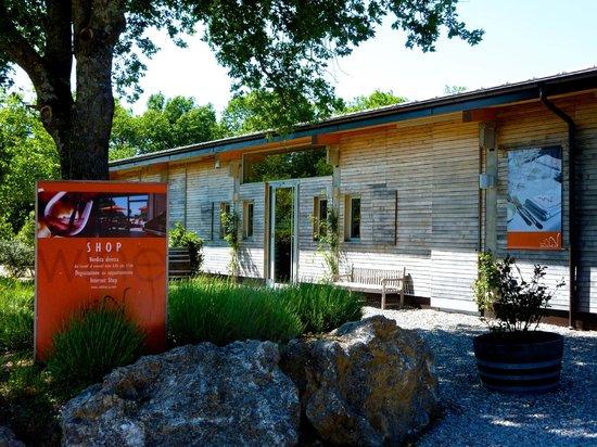 Sassofortino, Italien: Entrance VALDONICA Winery & Vineyards Residence