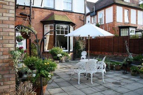Elmdon Lodge: The  patio area