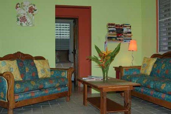 Enchanted Garden Inn: 2-Bedroom Apartment - Living room