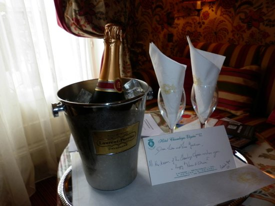 Chambiges Elysees Hotel: Anniversary Champagne