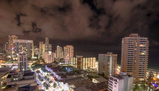 Hilton Surfers Paradise Hotel: Balcony view, but beware the pizzas thrown at you from floors above