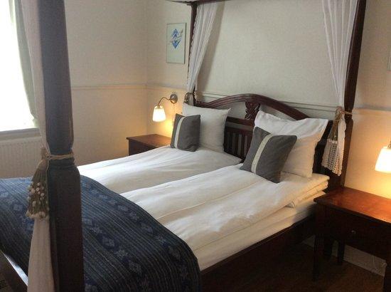 Carlton Guldsmeden - Guldsmeden Hotels: Sengen ser god ut men var hard