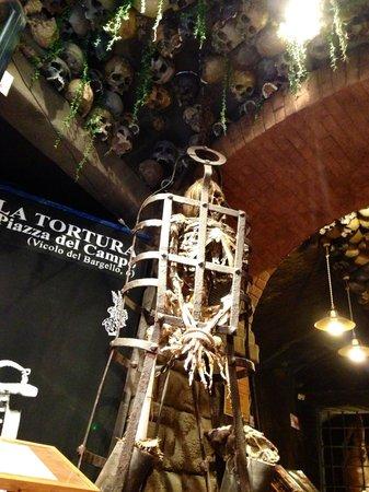 """Museo della Tortura: Lo scheletro """"Lorenzo""""!!!!!!!!"""
