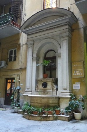 Hotel Galatea: Cour de l'hôtel