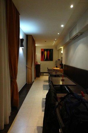 Hotel Galatea: Salle petit déjeuner ( couloir )