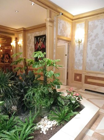 Rochester Champs-Elysees Hotel: A view of the hotel interiors