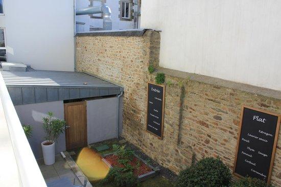 Best Western Plus Vannes Centre Ville : Vue sur le patio