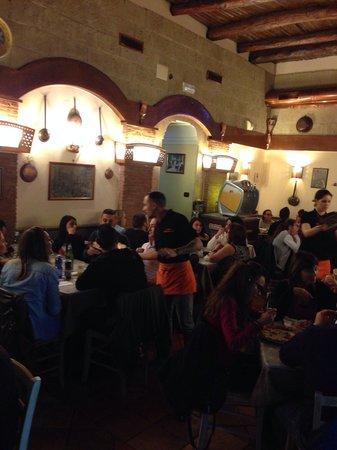 Antica Pizzeria I Decumani : Sasi il cameriere