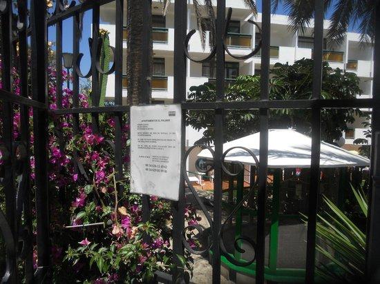 Apartamentos El Palmar: notice
