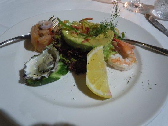 Omeros Bros Seafood Restaurant: Avocado Seafood starter