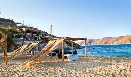 Ftelia Restaurant: By the beach