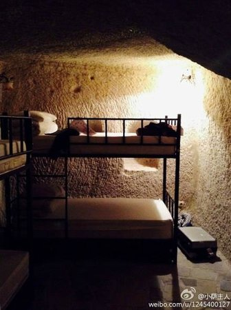 ShoeString Cave House: The ambiance in dorm is always excellent
