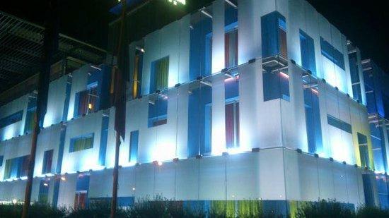 Hotel San Ranieri : Nightime outside