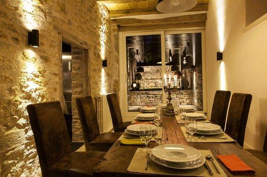 Chateau De Marigna: Table d'hôtes