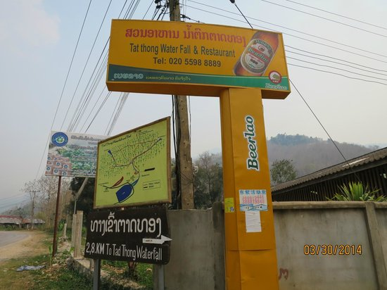 Tad Thong Waterfall : The sign from the main road
