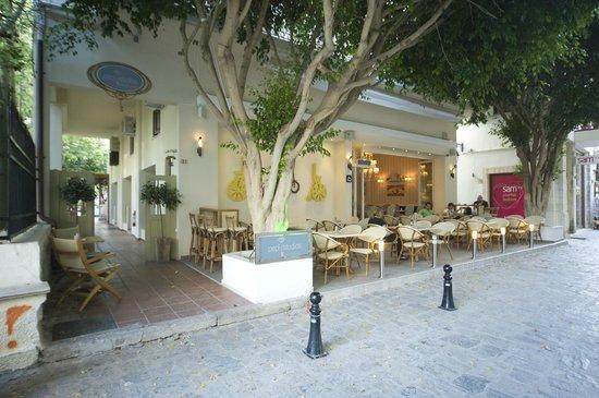 Pepi Studios : Hotel entrance-Bistro22