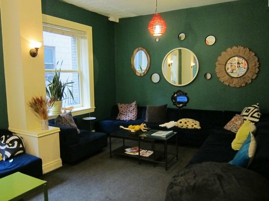 Hostelling International- San Francisco/ Downtown: public living room