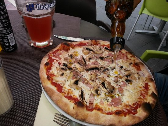 Atmosphere Cafe: loaded pizza