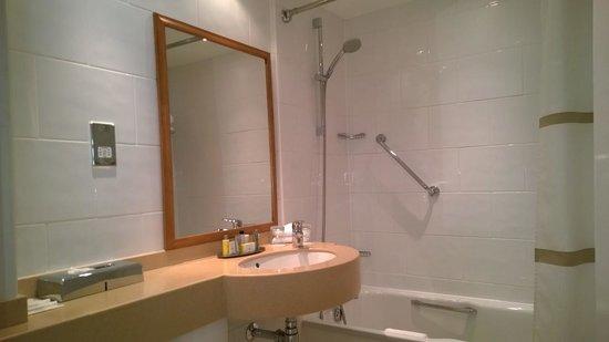 Sunderland Marriott Hotel: Bathroom