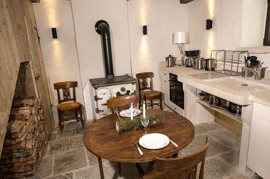 Château De Marigna : Cuisine Colombier