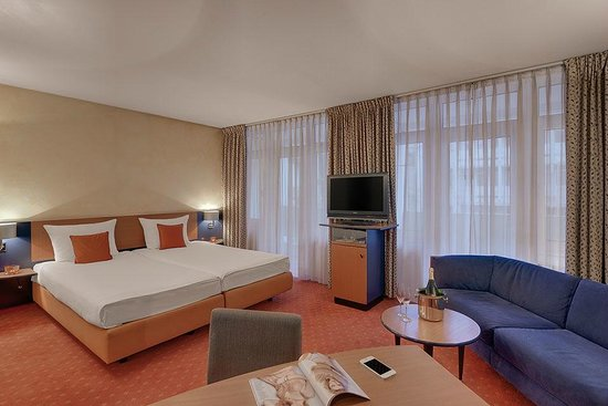 Cosmopolitan Hotel Junior Suite