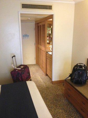 Holiday Inn Golden Mile Hong Kong: Room