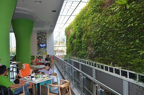 Ibis Styles Malang : Eco friendly cafeteria