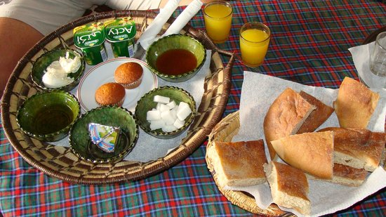 Auberge Berberes: Queste sono le prime coccole del mattino che i ragazzi preparano