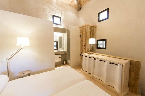 Chateau De Marigna: Chambre Colombier
