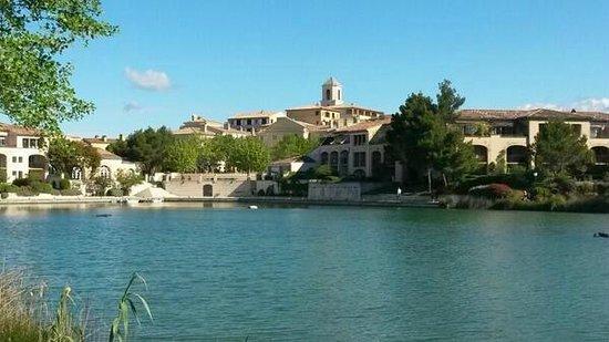 Pierre & Vacances Resort Pont Royal en Provence: Le lac