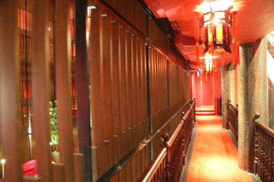 Santa Grand Hotel Lai Chun Yuen : corridoio