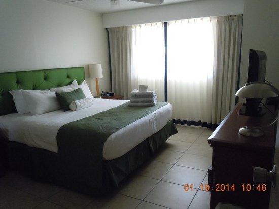 Flamingo Beach Resort: Courtesy rooms bedroom.