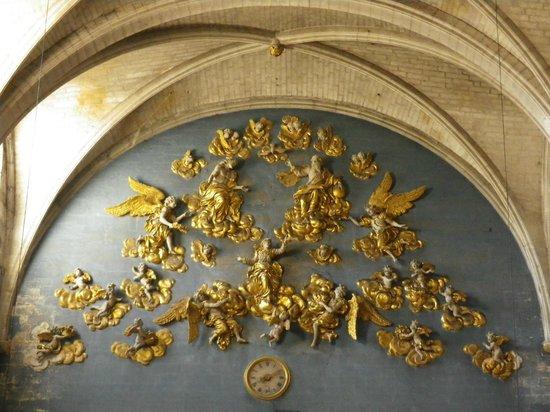 La Collégiale Notre Dame des Anges : Gloire en bois sculpté