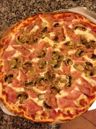 Pizzeria Papaleo: PIZZA Fresh mushrooms,and ham