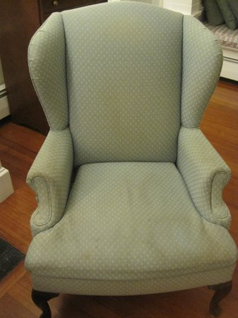 ShoreWay Acres Inn & Cape Cod Lodging: Stained arm-chair