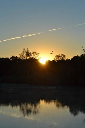 Christiana Hotel & Conference Centre: Stuning sunrise over the Vallriver