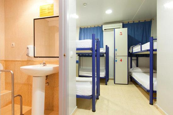 Sun & Moon Hostel : Rooms