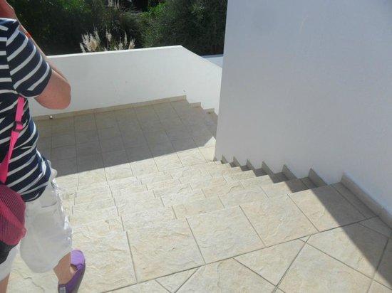 Mar Hotels Ferrera Blanca: steps to beach (three flight and no ramp)