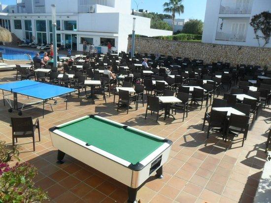 Aparthotel Ferrera Blanca: pool and entertainment area