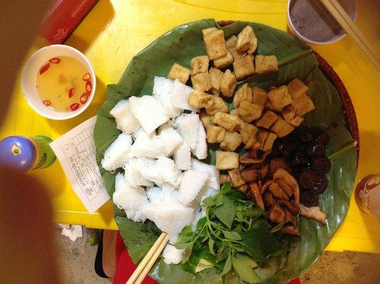 Hanoi Rendezvous Hotel: street food
