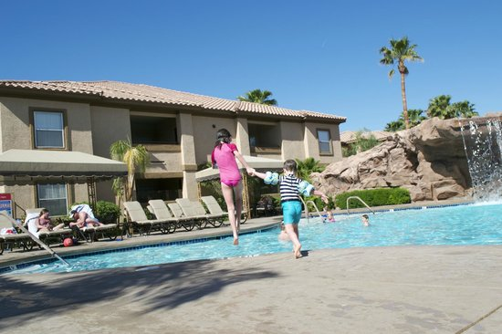 Desert Paradise Resort: Apartments Overlooking The Pool