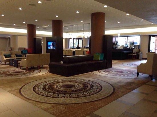 Hilton Concord: Lobby