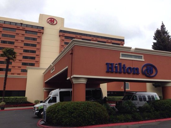Hilton Concord: Hotel Facade